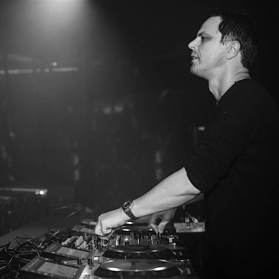 Global DJ Broadcast (24.11.2016) with Markus Schulz