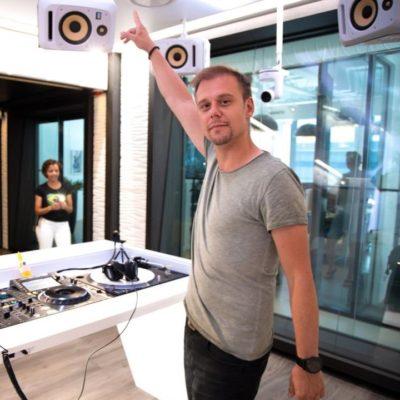 A State Of Trance 925 (01.08.2019) with Armin van Buuren & Ruben De Ronde